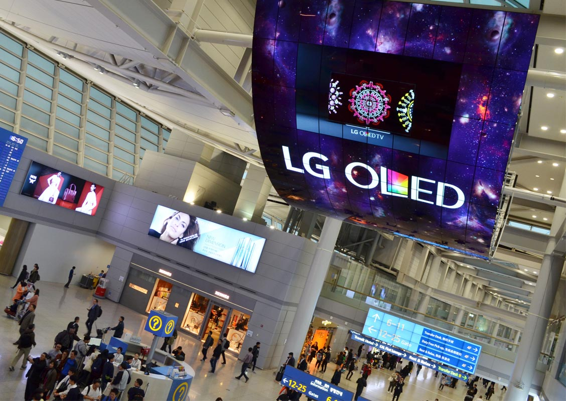KOREA AIRPORT OLED SCREEN